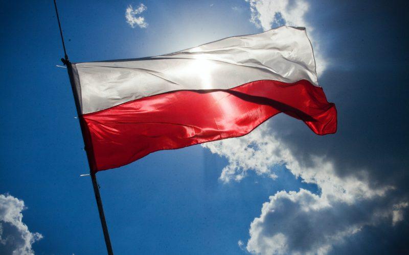 Co oznaczają kolory na fladze Polski?