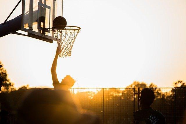 Na jakiej wysokości jest kosz do koszykówki?
